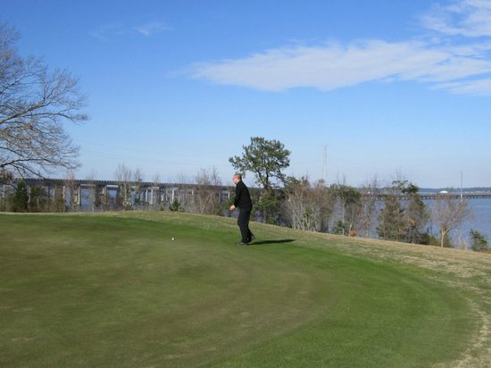 Santee Cooper Country Club:                   18th Green