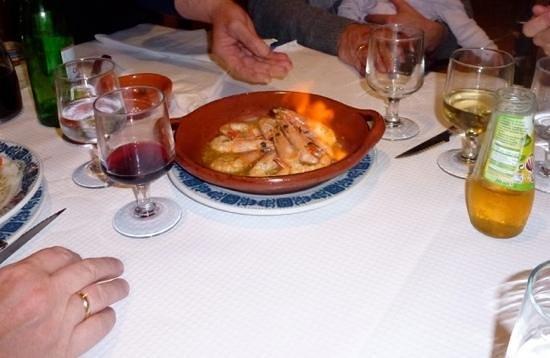 Restaurante O Cantinho :                   Flambierte Garnelen in Knoblauch
