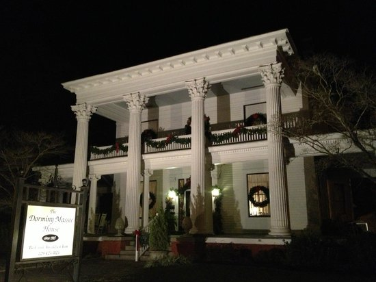 Dorminy-Massee House Bed and Breakfast:                   Nighttime facade