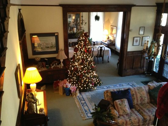 Dorminy-Massee House Bed and Breakfast:                   Beautifully decorated