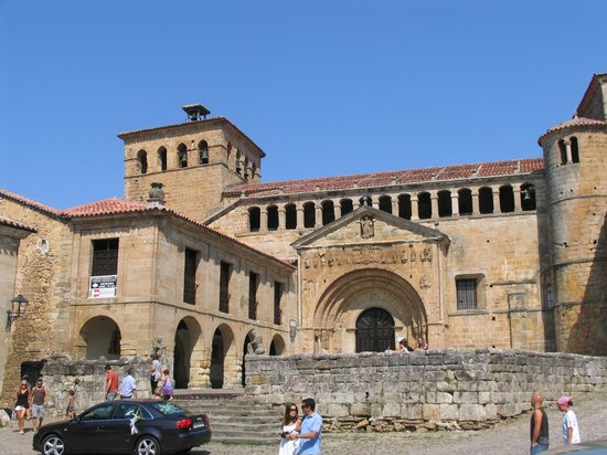 Santillana del Mar, Spanyol:                   The Church