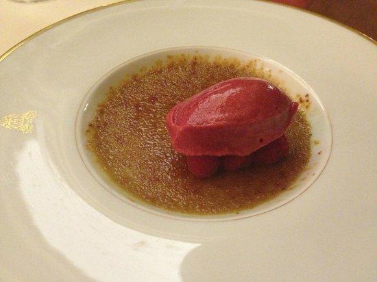 Four Seasons Hotel Ritz Lisbon:                   desseer crème brûlée