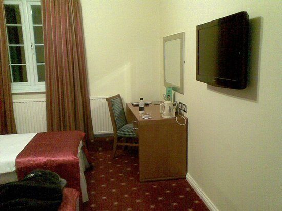 Quality Hotel Coventry:                   Room
