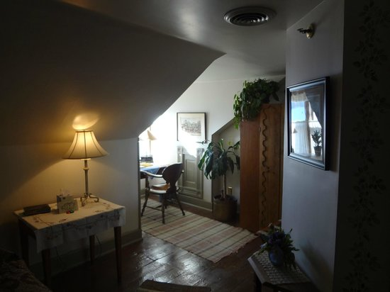 The Stagecoach Inn Bed and Breakfast:                   a cozy nook