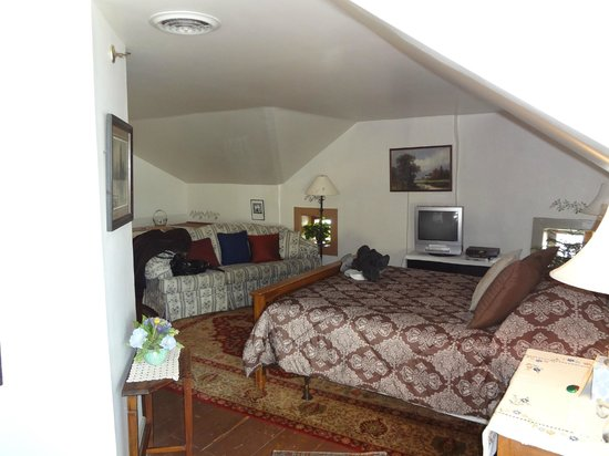The Stagecoach Inn Bed and Breakfast:                   The whirlpool suite