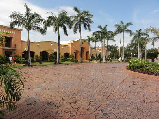 Barcelo Maya Colonial:                                     Magasin à même l'hôtel