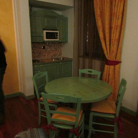 Montelago Hotel - Residence: cucina in camera
