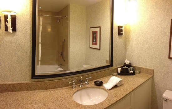 Laguna Cliffs Marriott Resort & Spa:                   Large vanity area