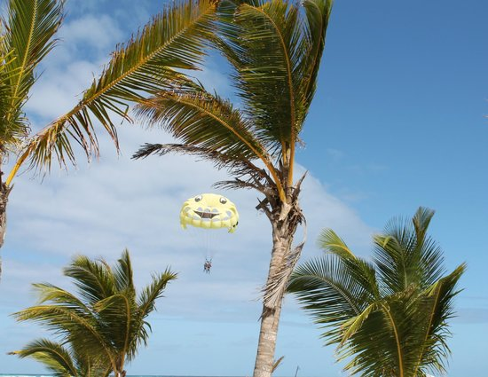 ClubHotel Riu Bambu:                   constant parasailing available