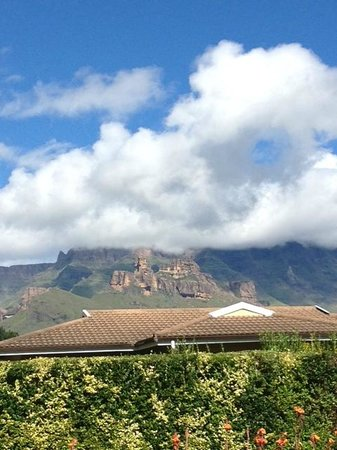 Gooderson Drakensberg Gardens Golf & Spa Resort:                   View from our room end January 2013