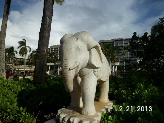 Kaua'i Marriott Resort:                   beautiful statue along path