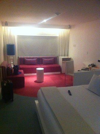 Room Mate Valentina:                   Habitación amplia