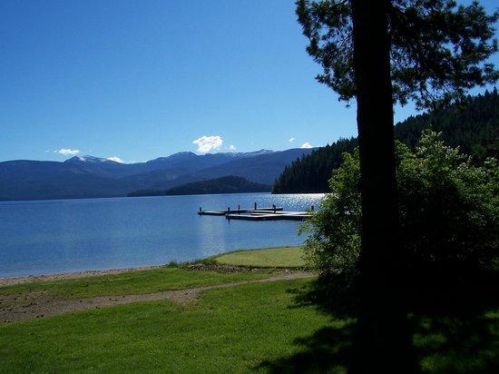 Hill's Resort: Early morning walks along a sparkling lake