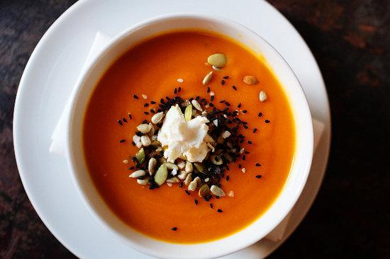 Delikatesy Esencja: Cream of pumpkin with dukkah and goat cheese