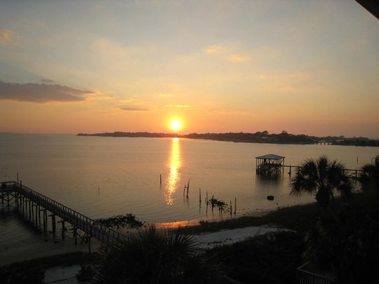 Seahorse Landing:                   Fine wine, Fine Clams & Georgeous sunsets - who could ask for more?