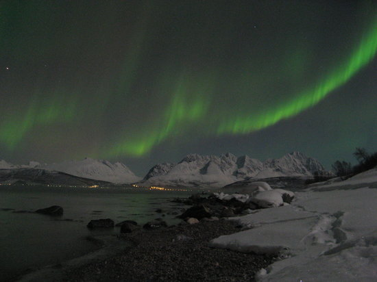 Little Red House: Northern Lights from the beach