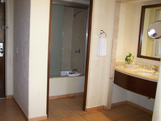 Fiesta Americana Condesa Cancun All Inclusive:                   Bathroom