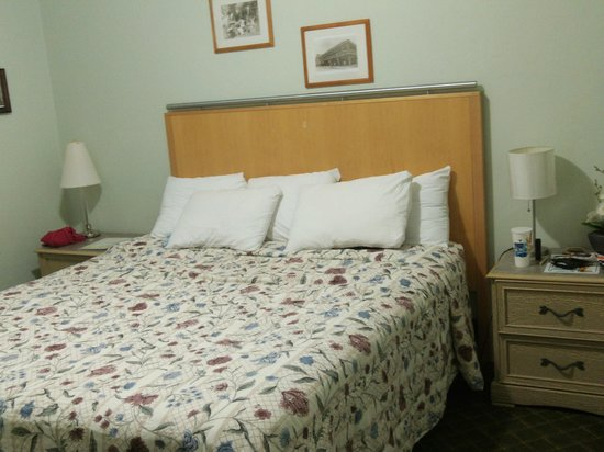 Historic Tavernier Inn Hotel:                   Comfortable Bed