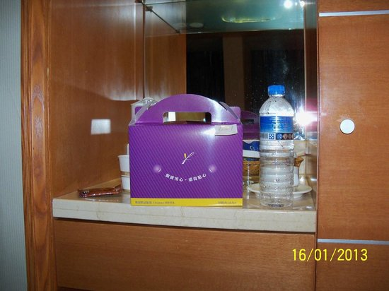Elegance Hotel: Breakfast delivered to room Egg McMuffin and coffee in a nice box