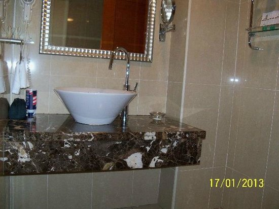 Elegance Hotel: Bathroom sink