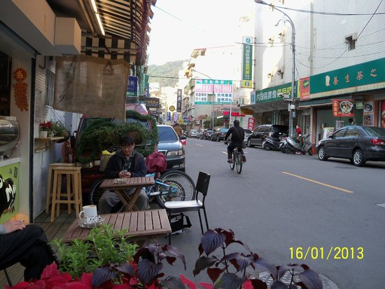 Elegance Hotel: Lots of little outdoor cafes around the corner