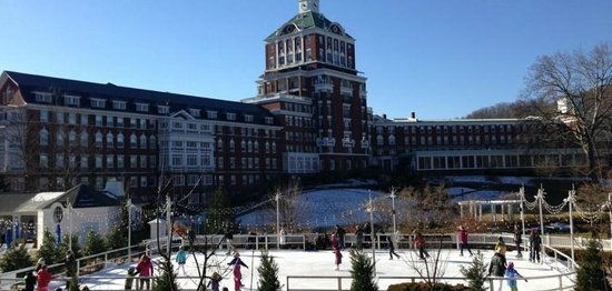 The Omni Homestead Resort: Ice Skating