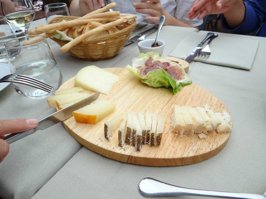 Ristorante Dal Falco :                   Incredible cheese platter appetizer
