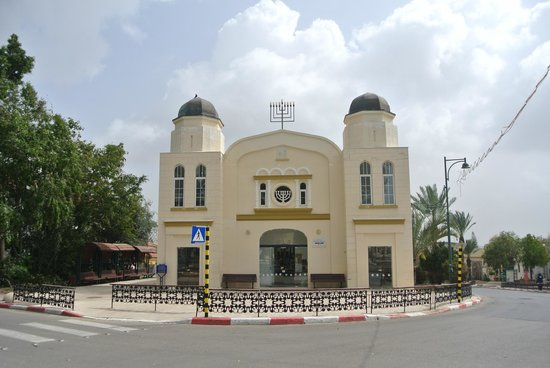Hotel Lemazkeret:                                     The old synagogue around the corner