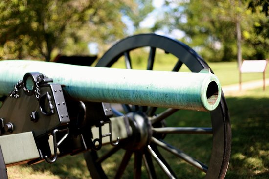 Murfreesboro, Теннесси:                   Cannon at Stones River National Battlefield