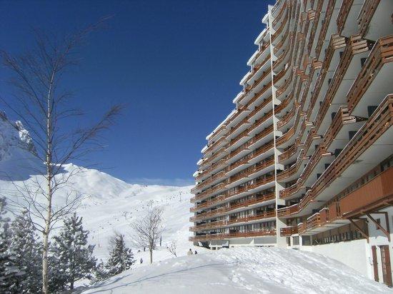Pierre & Vacances Residence Le Montana: au pied de l'immeuble