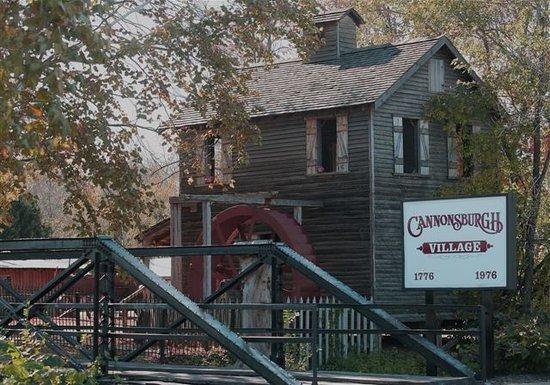 Murfreesboro, TN:                   Cannonsburgh Village