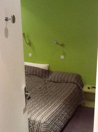 Hotel H33 :                   depuis la salle de bain.