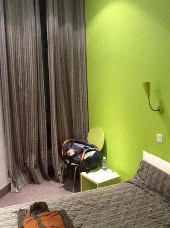 Hotel H33 :                   vue exterieure dur des bureaux