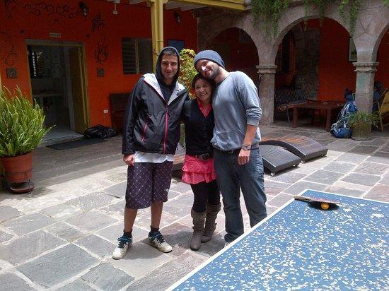 Ecopackers:                   Con nuestra amiga, bartender y recepcionista, Yajaira.