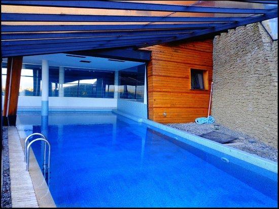 Design Suites Calafate: Piscina climatizada