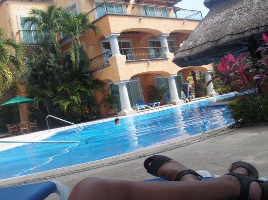 Eurostars Hacienda Vista Real:                   vista de la piscina desde las habitaciones