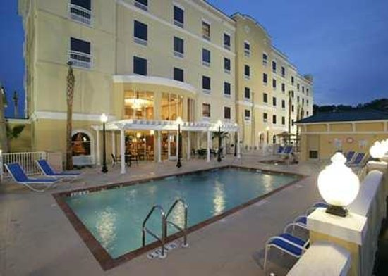 Hampton Inn and Suites Lake City: Take a dip in our outdoor pool