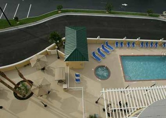 Hampton Inn and Suites Lake City: Enjoy our outdoor seating area by our pool and whirlpool