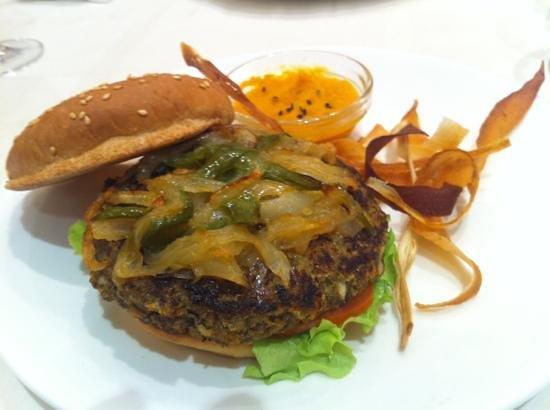 El Curry Verde - Bar / Restaurante Vegetariano:                   Espectacular hamburguesa de lentejas