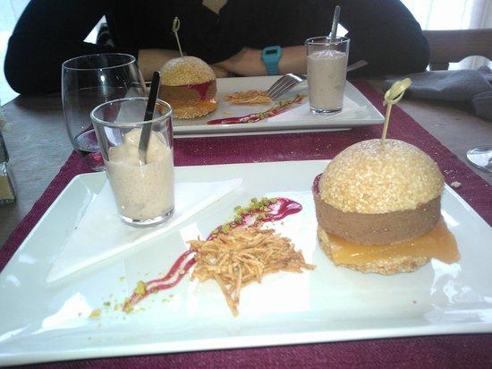 Restaurant les Halles :                   le Burger mousse au chocolat