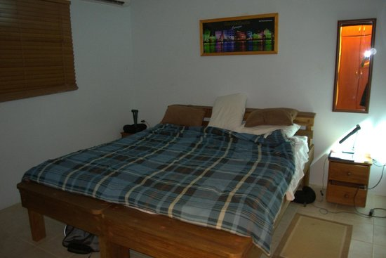 Nos Krusero Apartments:                   king bedroom with air conditioning