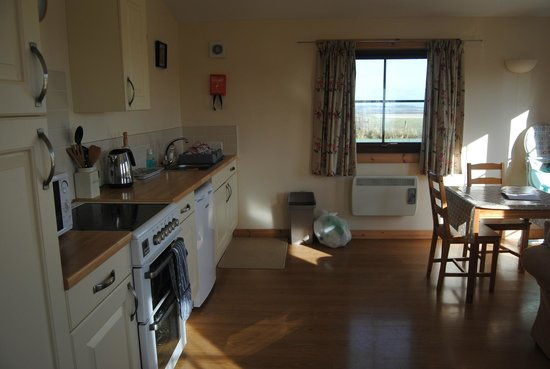 Lancombe Country Cottages & Lodges:                   Well equipped kitchen