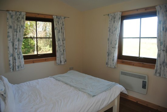 Lancombe Country Cottages:                   Pretty bedroom