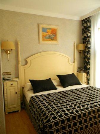 Salles Hotel Malaga Centro:                   hotel malaga centro camera