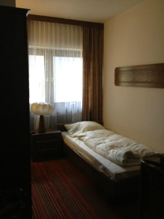 Hotel Schrofenstein:                                     Bett