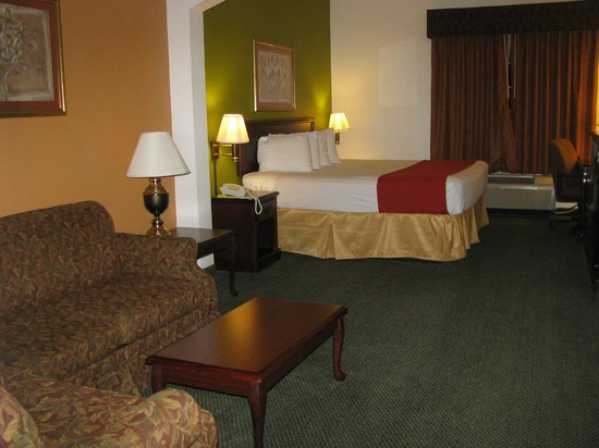 Super 8 Hillsboro TX: Our suite