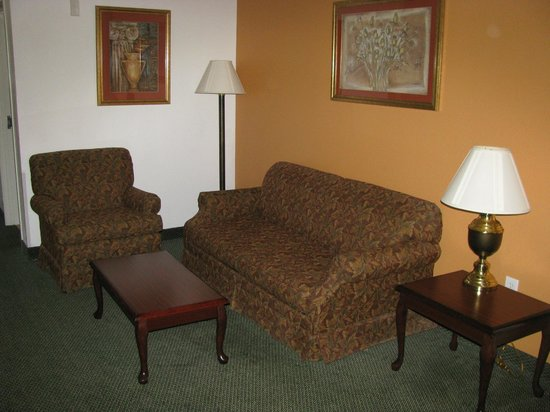 Super 8 Hillsboro TX: Sitting Area