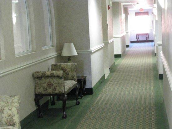 Super 8 Hillsboro TX: Hallway