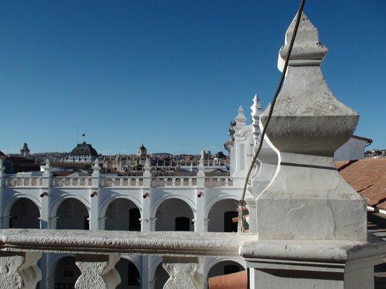 San-Felipe-Neri-Kloster: Particolare del tetto e cortile