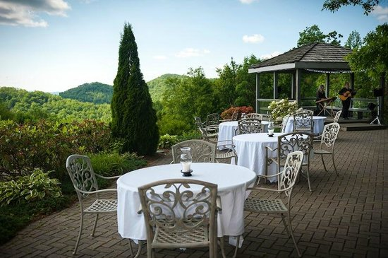 The Inn at Crestwood: The Terrace